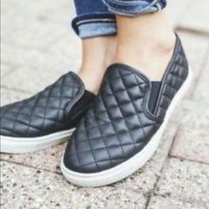 Steve Madden Ecentrcq quilted shoes flats black